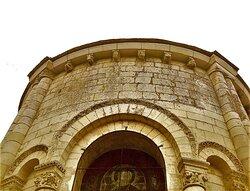 Retour vers cette église pleine de charme dont j'encourage la visite. Cette église est ouverte par une paroissienne tous les jours et c'est un édifice accueillant. Les amoureux d'art roman trouveront de belles choses à découvrir dans cette église de Bonneuil-Matours qui s'inscrit dans un parcours de visite agréable. Plusieurs endroits méritent une visite.
