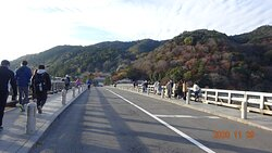 ゆっくり渡れる早朝の渡月橋