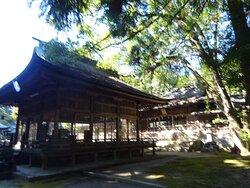 もともとは毛利家・長州藩は萩に本拠地があったことから、萩の城内に毛利元就公を祀る神社があったが、萩から山口に本拠地を変更に伴いここに移動し、朝廷から豊榮神社の神号を賜ったそうです。