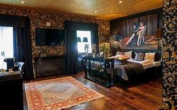 Grandezza - 38m2 of black and gold love