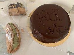Torta Sacher,sfoglia al pistacchio e biscotti con cioccolato fondente e granelle di pistacchio