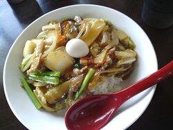 """中華丼 ゴマ油の香りが効いて美味しかったです。🍚 This photo is a """"Chuka-don (Chinese bowl)"""". Chuka-don is made by stir-frying vegetables, meat, and quail eggs in sesame oil and placing them on rice."""