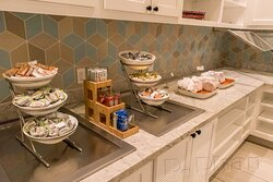 Pandemic breakfast offerings at Hyatt Place Pasadena included a range of hot sandwiches, bagels, cereal, apple sauce.
