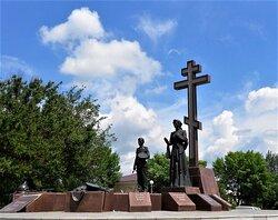 Вся композиция памятника