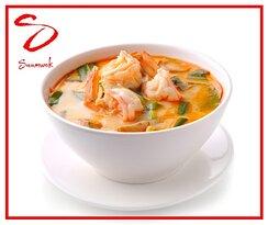 Tous les lundis de la saison hivernal, Saamwok vous propose: Une soupe aux crevettes (VN) 'Tom Yam Kung' accompagnée d'une portion de riz.