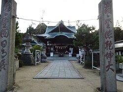岩国藩主吉川広正により建立されたとされ、なかなか立派な社殿でした。祭神は誉田別命・足仲彦命・息長帯比売命を祀ります。