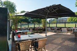 Terras aan de Maas, Barney Beer Schiedam - de Beren.  heerlijk genieten en mooi uitzicht