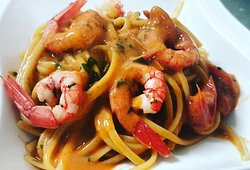Linguine with red prawns