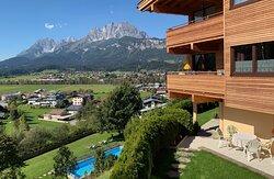 Gartenanlage Terrasse Blick zum Wilder Kaiser