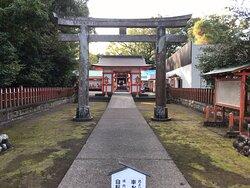 揖宿神社正面です。
