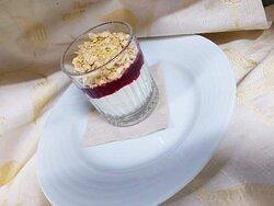 Mousse Chocolate de Branco Crocante com Frutos Vermelhos