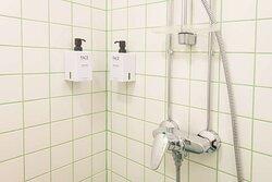 Scandic Waskia standard queen bathroom