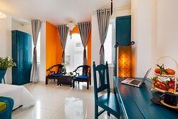 Phòng Deluxe Family 02 giường đôi dành cho 04 khách, được trang bị đầy đủ tiện nghi. Phòng có view hướng phố