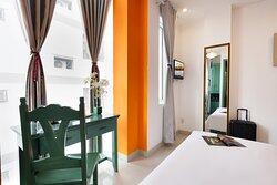 Phòng Superior Double  01 giường đôi dành cho 02 khách, được trang bị đầy đủ tiện nghi. Phòng có view hướng phố