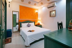 Phòng Standard  01 giường đôi dành cho 02 khách, được trang bị đầy đủ tiện nghi. Phòng không có view
