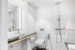 IntercityHotel Hannover Hauptbahnhof Ost - Handicapped Accessible Room