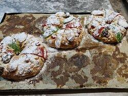 Já  cheira a natal ,venha conhecer o melhor bolo rei e o saboroso pão de  ló não à igual um......