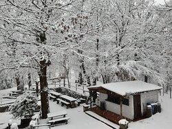 Il chiosco sotto la neve