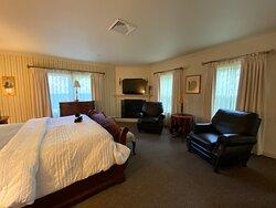 Monroe Suite