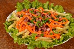 Batata Casa Grecia - 400g de batata frita com cheddar, bacon e cebolinha (opcional).