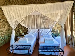 Komfortables Resort mit toller Architektur. Castell in der Wüste
