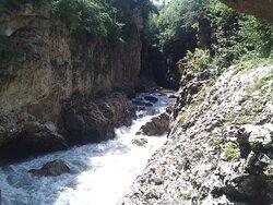 Адыгея. Хаджохская теснина, стремительная река Белая.