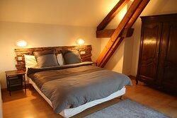 """Chambre """"Bramafan""""  cette chambre supérieure vous offrira tout le confort  et la tradition pour de reposants moments"""