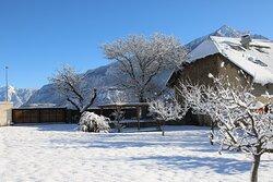 le terrain enneigé , idéal pour un jolie bonhomme de neige !