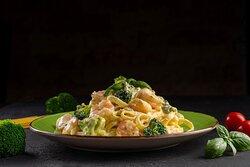 Tagliatelle al Gamberi Tagliatelle pasta in fresh creamy sauce, fresh broccoli, fresh shrimp, parmesan cheese