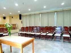posee salon de ventos y reuniones ubicado en el primer piso del hotel.