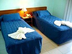 habitaciones con aire acondicionado y ventilador, caja fuerte y wifi en todos los pisos