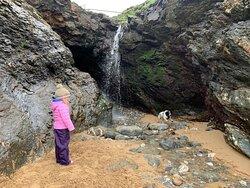 Mawgan Porth beach- finding the waterfall!