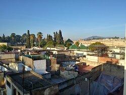Vista geral da cidade pela cobertura do Dar Noir Fes.