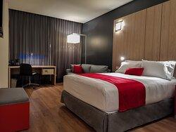 Habitación estándar sencilla con cama Queen Size y sofá cama