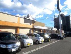 横断道路沿いの北側店舗