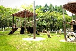 """""""Quintal dos brinquedos"""" - Parque conceitual - noventa por cento construído com matéria de reaproveitamento. =)"""