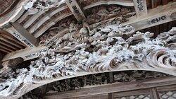 膨大な木彫をみていると、それ以上に凄いんじゃないかと思っちゃいます。