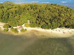 Pause plage sur l'ilet Madame, vue drone