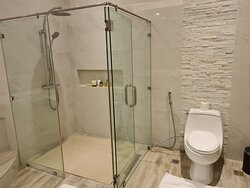 Each Executive Suite has an enormous bathroom with 2 sinks, separate shower stall and big bathtub.