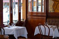 Dîner en amoureux, partager un déjeuner avec sa famille, refaire le monde avec des amis ou encore parler boulot lors d'un repas d'affaire au Général Lafayette… Nous avons hâte de tous vous retrouver. 🤍 ◾ 📷 Crédit : @agencemohca ◾ ◾ ◾ #foodpic #dinner #foodphotography #restaurant #instagood #beautiful #picoftheday #foodgram #delicious #cuisinefrancaise #parismood