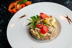 """""""Белград"""" с говядиной. Салат из  свежего сладкого перца, томатов и отварной говядины, с горчичной заправкой."""