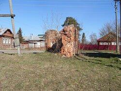 Вид на руины часовни на Любишке