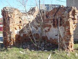 Разные ракурсы руин часовни на Любишке