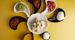 www.trescaballeros.gr Tres Caballeros #takeaway📌Ι.Κούσκουρα 6, #θεσσαλονίκη #callus☎2310240700 #delivery🛵 Wolt Greece & efood ΛατινοΑμερικάνικη κουζίνα με μοναδικές γεύσεις θα βρεις στο @trescaballeros Απολαύστε με συνοδεία cokteil!  Takeaway ☎️Ι.Κούσκουρα 6, #θεσσαλονίκη Delivery 🛵 Wolt & e-food