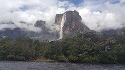 """Salto Ángel, caída de agua más alta del mundo (979m), su nombre en pemón es Kerepakupai Vená, que significa """"Salto del lugar más profundo."""" Ubicado en el Parque Nacional Canaima, Estado Bolívar, Venezuela."""