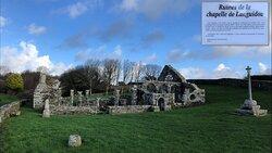 ruines de la Chapelle de Languidou à Plovan, grand angle