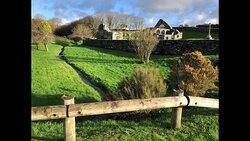 éclair de soleil de décembre sur les ruines de la Chapelle de Languidou & bocage bigouden à Plovan
