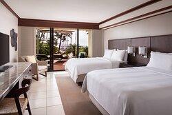 Queen/Queen Ocean View Sundeck Guest Room
