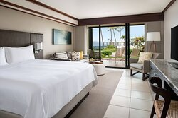 Oversized Ocean Lanai Guest Room