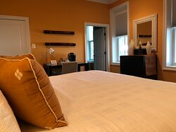 Sienna Suite (main floor)